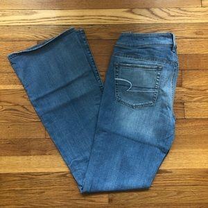 LIKE NEW AE Kick Boot Jeans